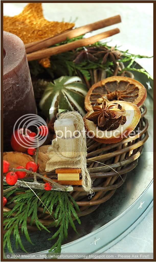 Christmas Wreath (01) by MeetaK