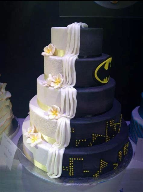 10 Creative Wedding Cakes To Inspire   PreOwned Wedding