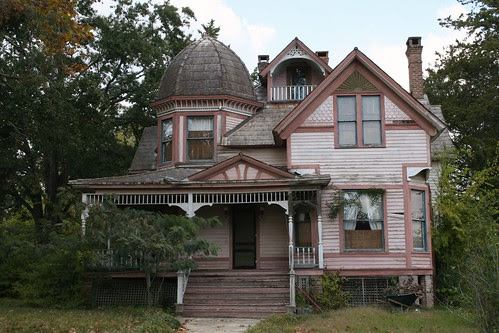 front view of k. d. lawrence house in electric lovelady land