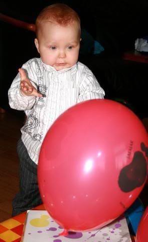 ...vi overrasket med stuen full av ballonger, stoooor stas!