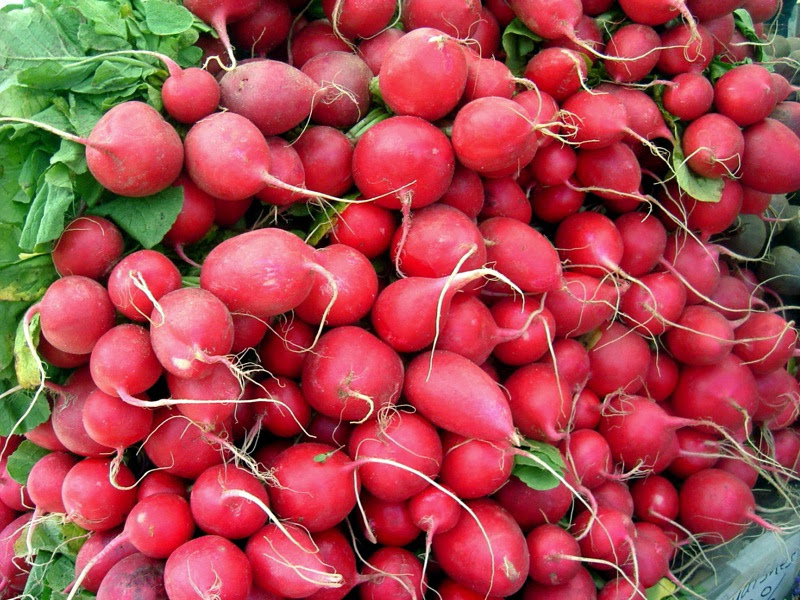 http://images.wikia.com/recipes/images/6/60/Radishes-5719.jpg