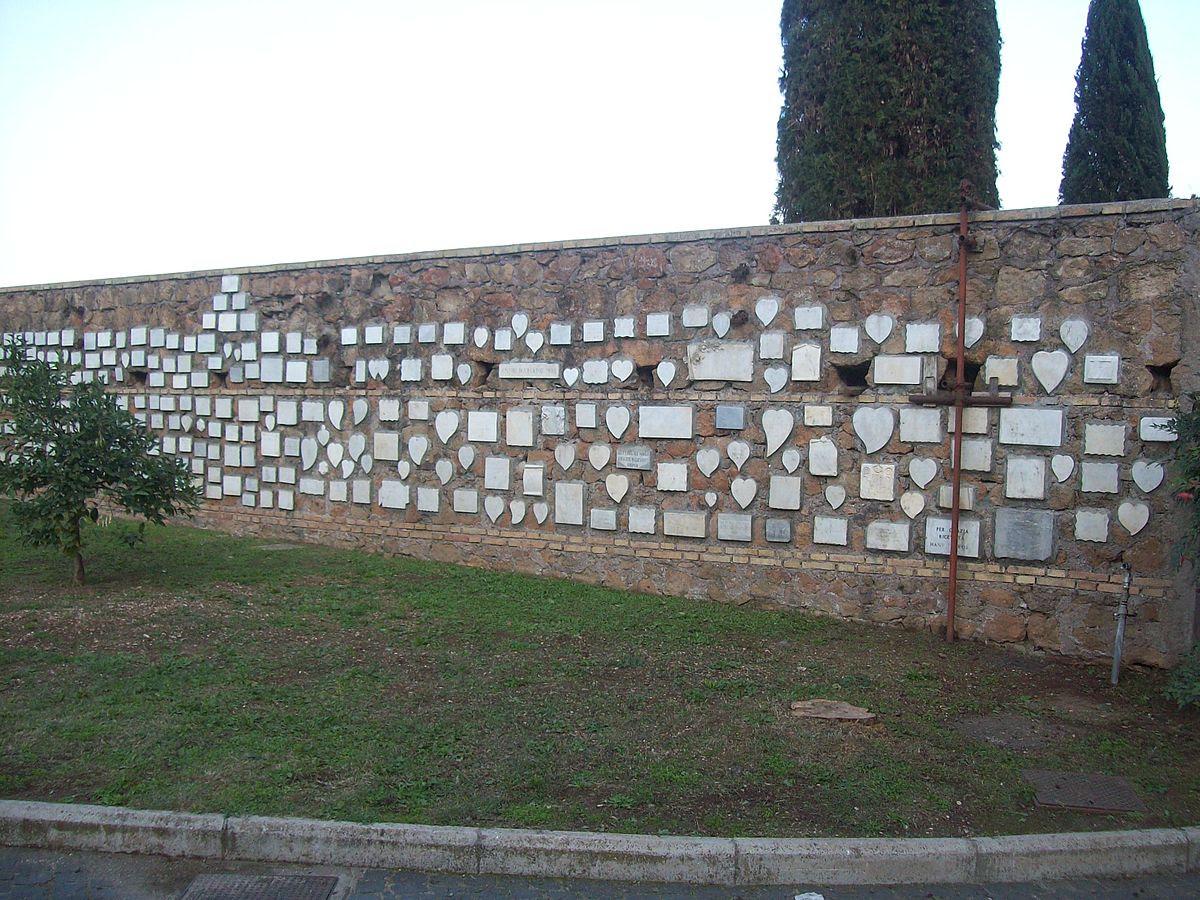 File:Roma, Santuario del Divino Amore - Muro di cinta.jpg