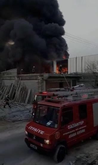 Boya Imalathanesi Yangınında 4 Kişi Yaralandı