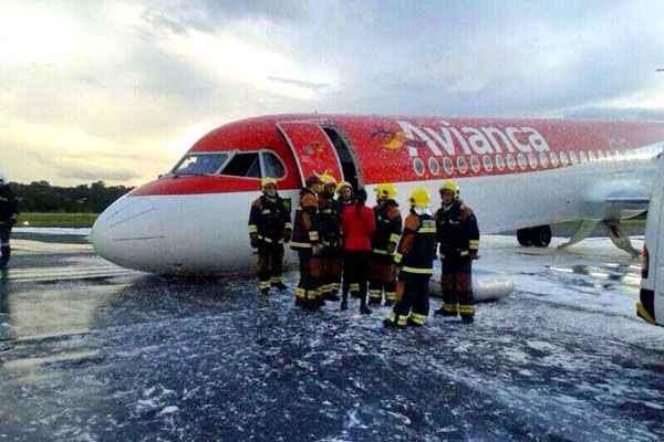 De acordo com a Força Aérea Brasileira (FAB), havia 49 passageiros a bordo (44 passageiros e 5 tripulantes). Foto: @Rcettolin/Reprodução/Twitter