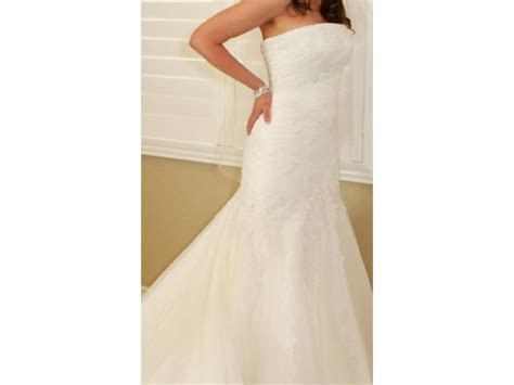 Alfred Angelo 2083, $400 Size: 0   Used Wedding Dresses