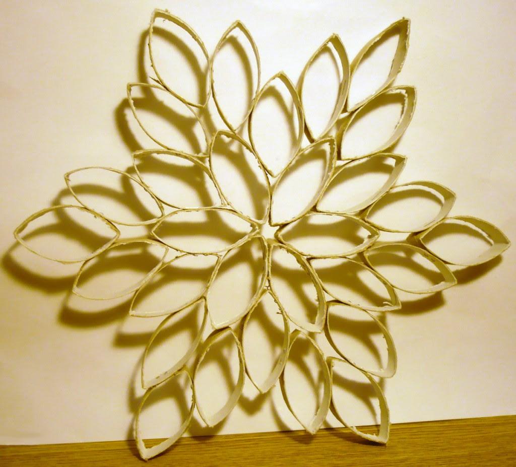Réaliser Une étoile De Noël Grâce à Des Rouleaux De Papier