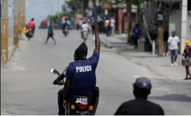 HAITI: Policías rebeldes protagonizan nueva jornada de protestas callejeras