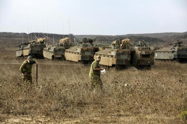 Israeli soldiers demarcate an area as they stand near armoured personnel carriers (APCs) during an exercise in the Israeli-occupied Golan Heights, near the ceasefire line between Israel and Syria, August 21, 2015. REUTERS/Baz Ratner