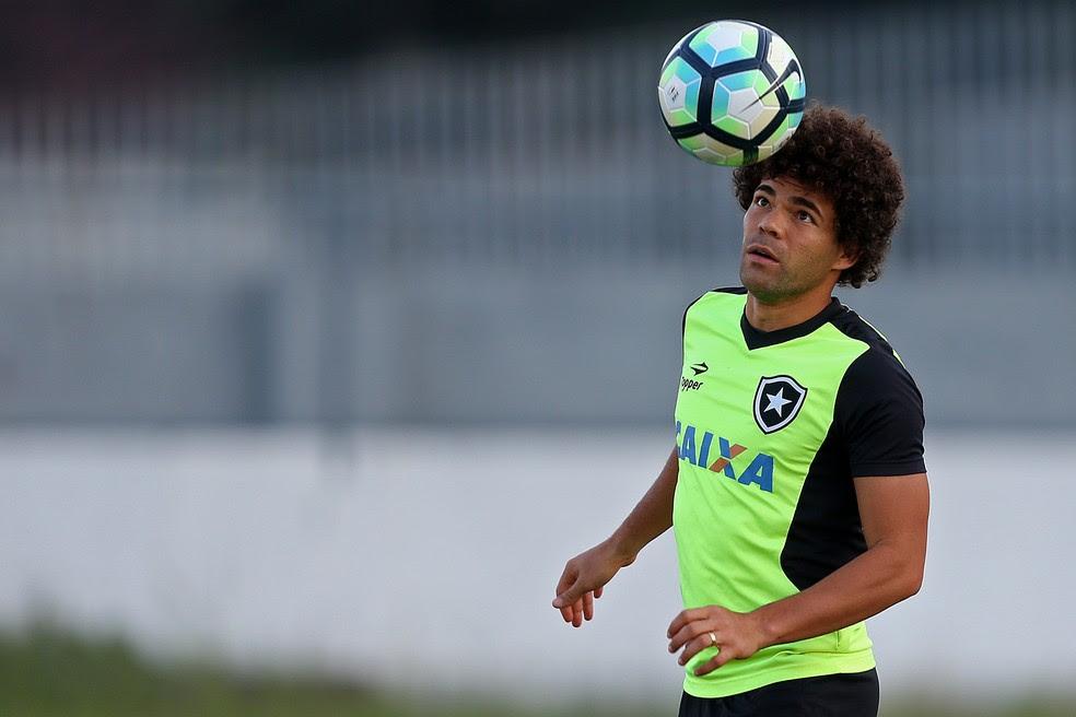 Camilo durante o treino do Botafogo (Foto: Vitor Silva/SSPress/Botafogo)