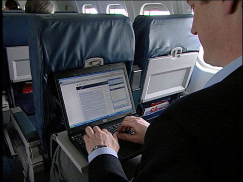http://hothardware.com/newsimages/Item12083/Gogo-Aircell-Laptop.jpg
