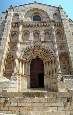 Zamora portada Obispo catedral lou