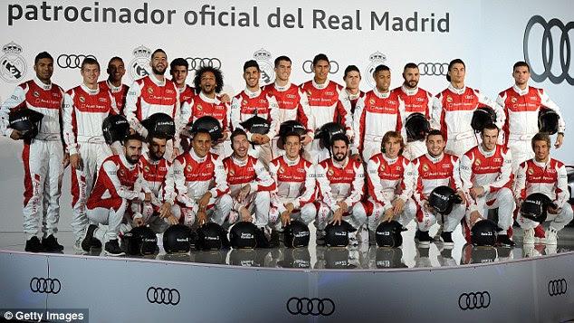 La escuadra del Real Madrid se reúnen para una foto del equipo alternativo en sus trajes de Audi