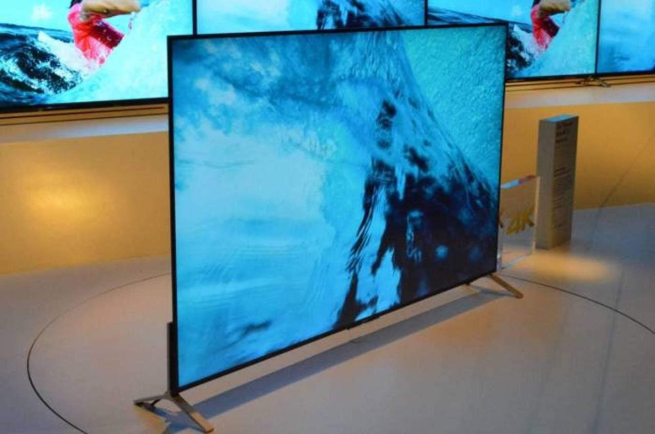 Cu grosimea ecranului puțin peste 5 mm, noul LED TV X900C de la Sony este mai subțire chiar decât iPhone 6