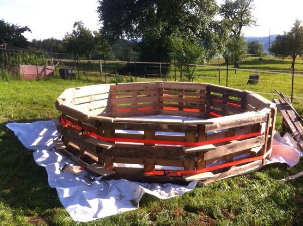 DIY Pallet Swimming Pool 2