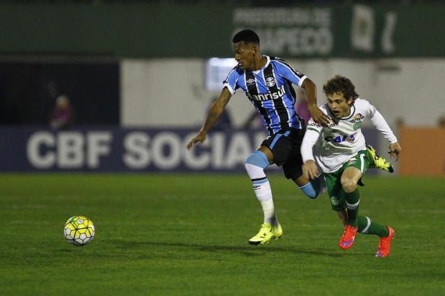 Grêmio volta a falhar na bola aérea e fica no empate em 3 a 3 com a Chapecoense Lucas Uebel/Grêmio/Divulgação