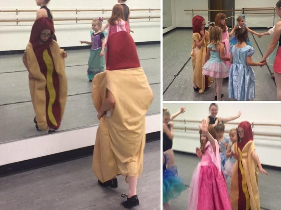 A menina cachorro-quente se diverte no Dia das Princesas