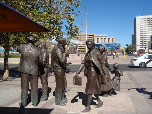 statue crowd (1)