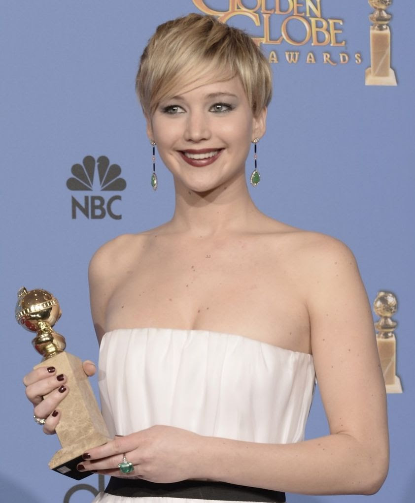 Golden Globe 2014 photo jennifer-lawrence-shows-off-golden-globe-in-press-room-photos-04.jpg