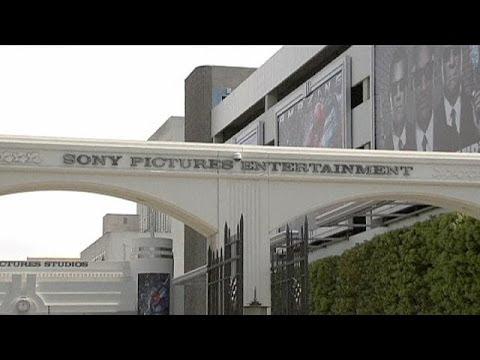 Filmi yayınlamayı kabul eden sinema salonları sadece Noel Günü için özel seans düzenleyecek