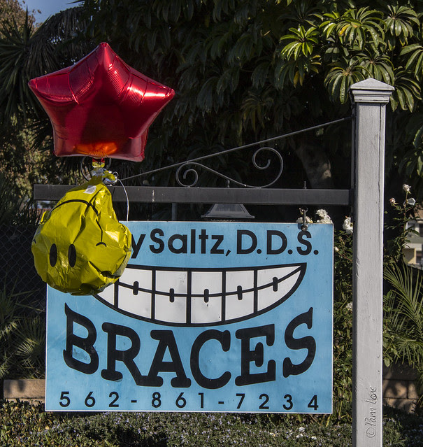 Dentist sign