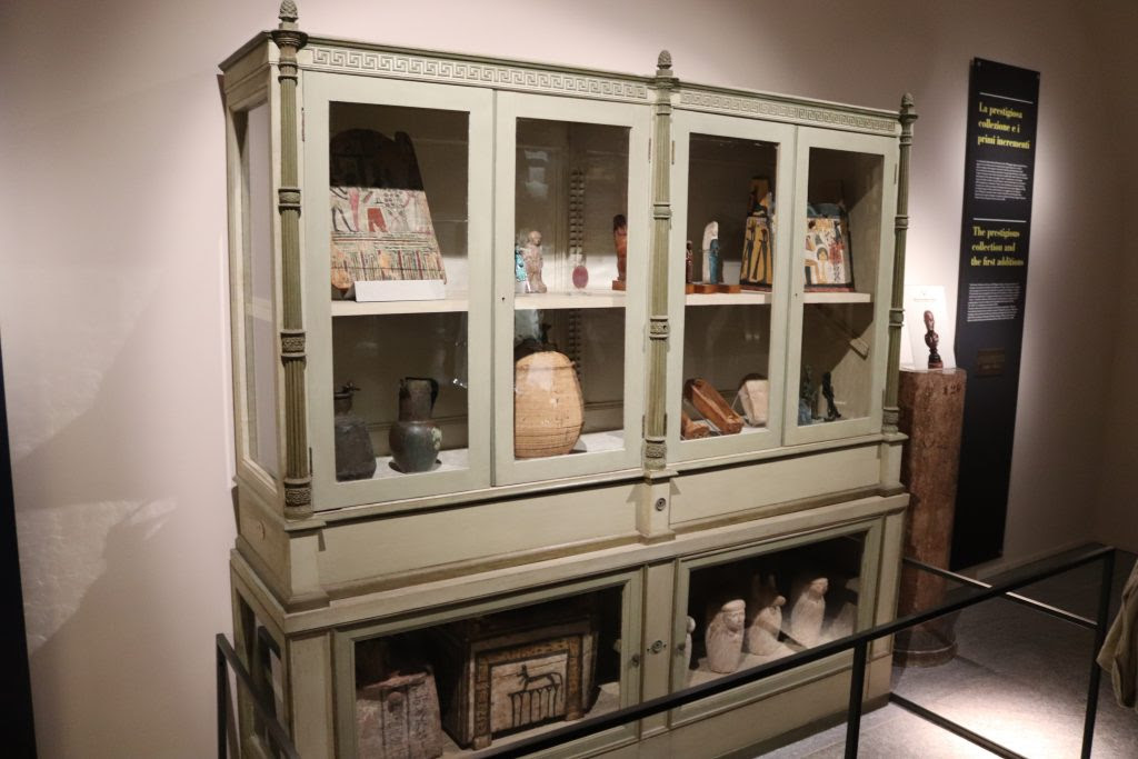 Early additions to the collection of the Museo Egizio,            displayed in the style of a Cabinet of Curiosities