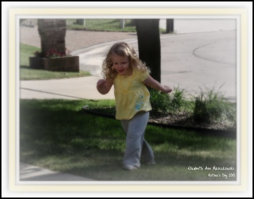 05.09.10 Libby playing (playing with picnik)