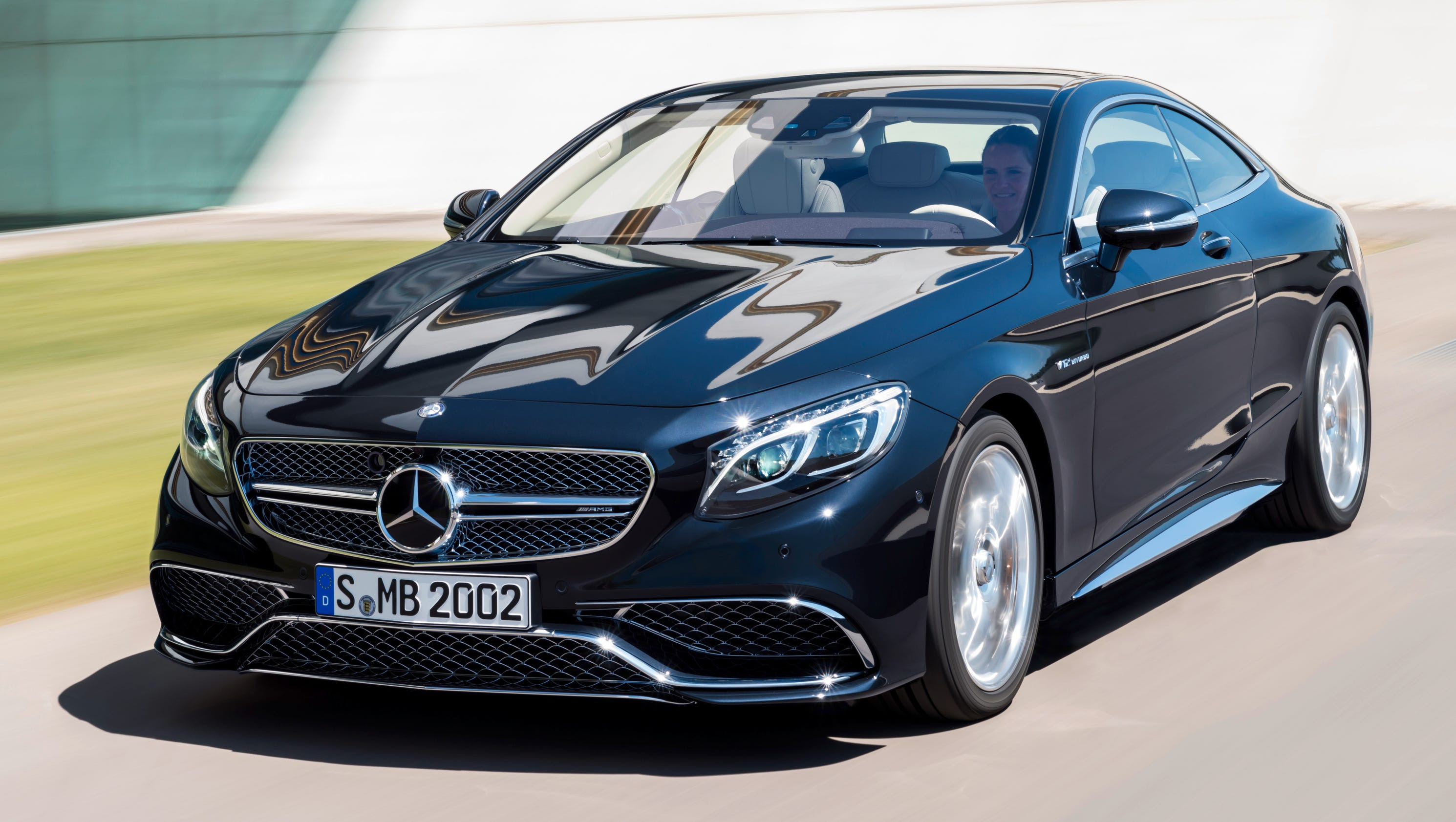 Mercedes-Benz debuts big 12-cylinder coupe