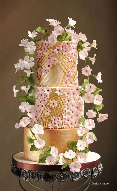 1000  ideas about Sparkly Wedding Cakes on Pinterest