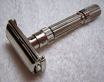 English: An example of adjustable safety razor...