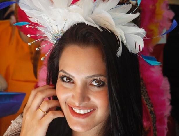 Resultado de imagem para como usar tiara para carnaval com pena