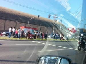 Vítima foi atropelada na Avenida Carlos Lindenberg, em Vila Velha (Foto: VC no G1)