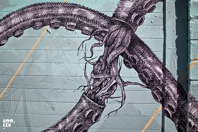 Alexis Diaz finishes his Elephant Octopus London Mural