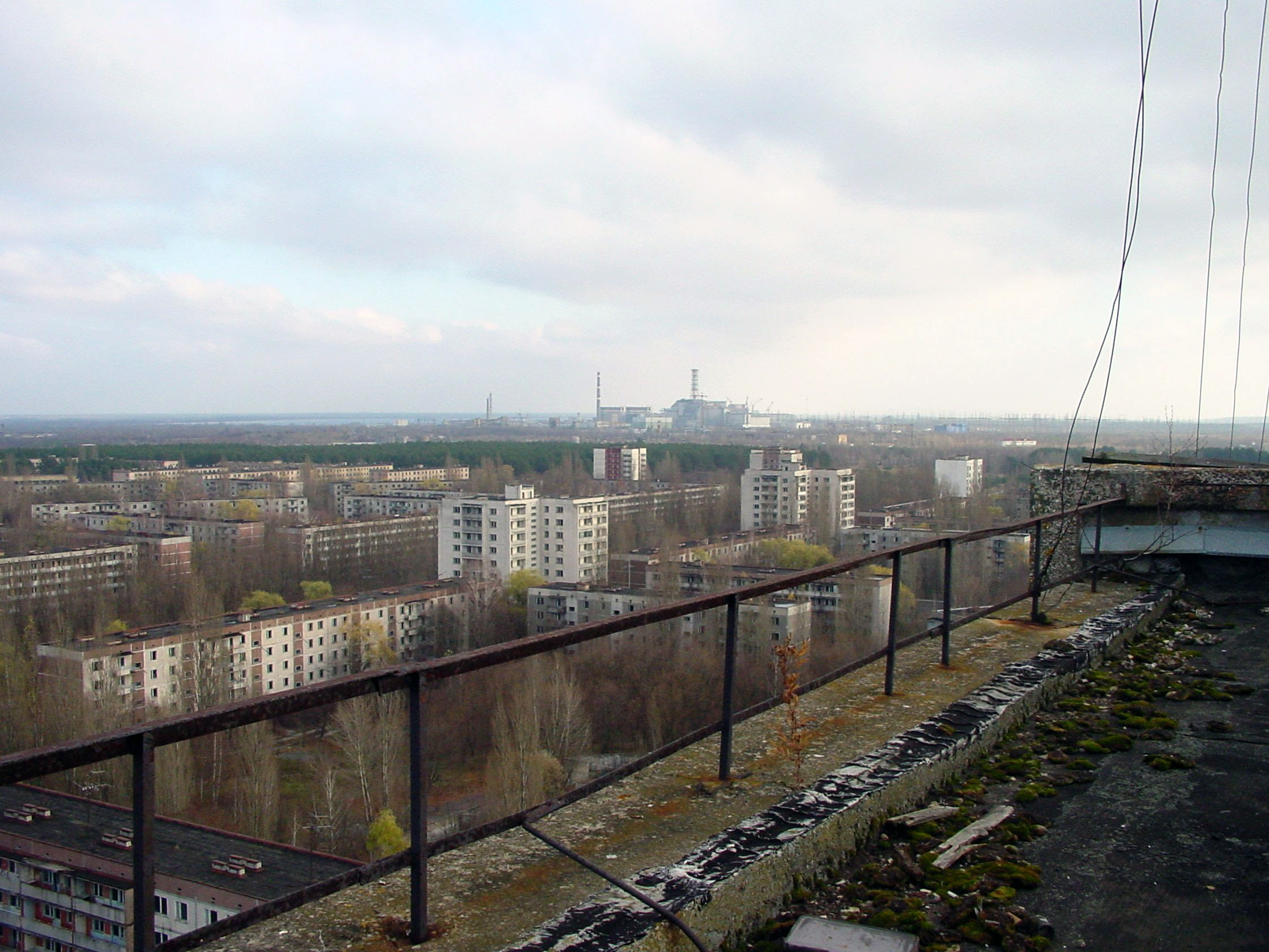 http://upload.wikimedia.org/wikipedia/commons/6/6e/View_of_Chernobyl_taken_from_Pripyat.JPG