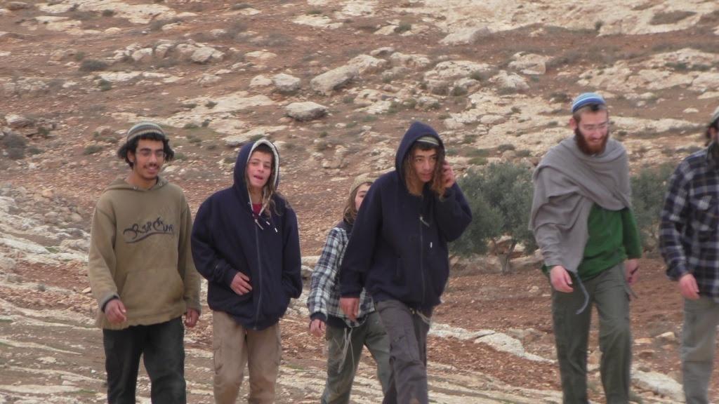 Coloni israeliani a sud di Hebron (foto Operazione Colomba)