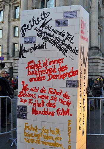 Dominosteine am Brandenburger Tor (33)