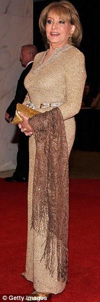 Broadcasting veteranos: televisão americana lendas Diane Sawyer, Gayle King e Barbara Walters toda arrumada em vestidos até o chão para a ocasião