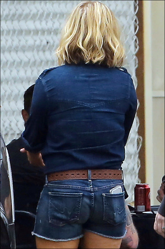 hayden panettiere booty in cut-off shorts