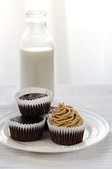 choco cupcake with mocca butter cream