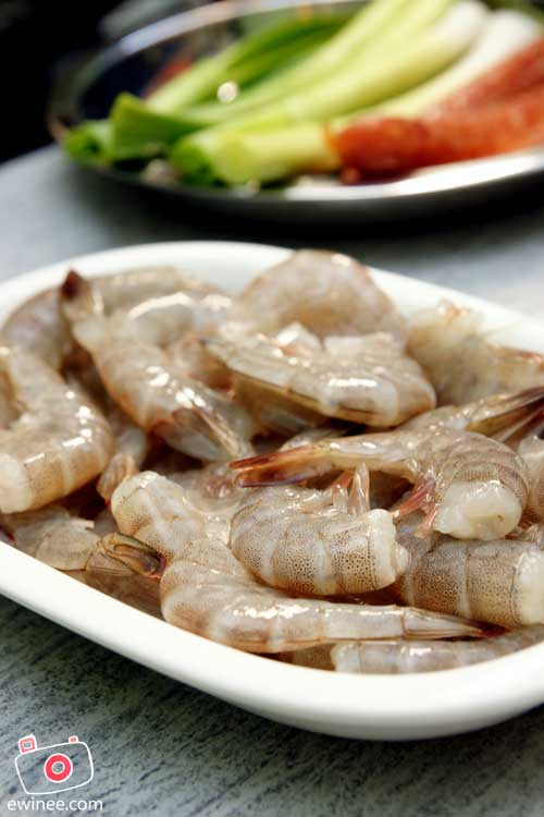 PREPARATION-CNY-REUNION-DINNER-Prawns