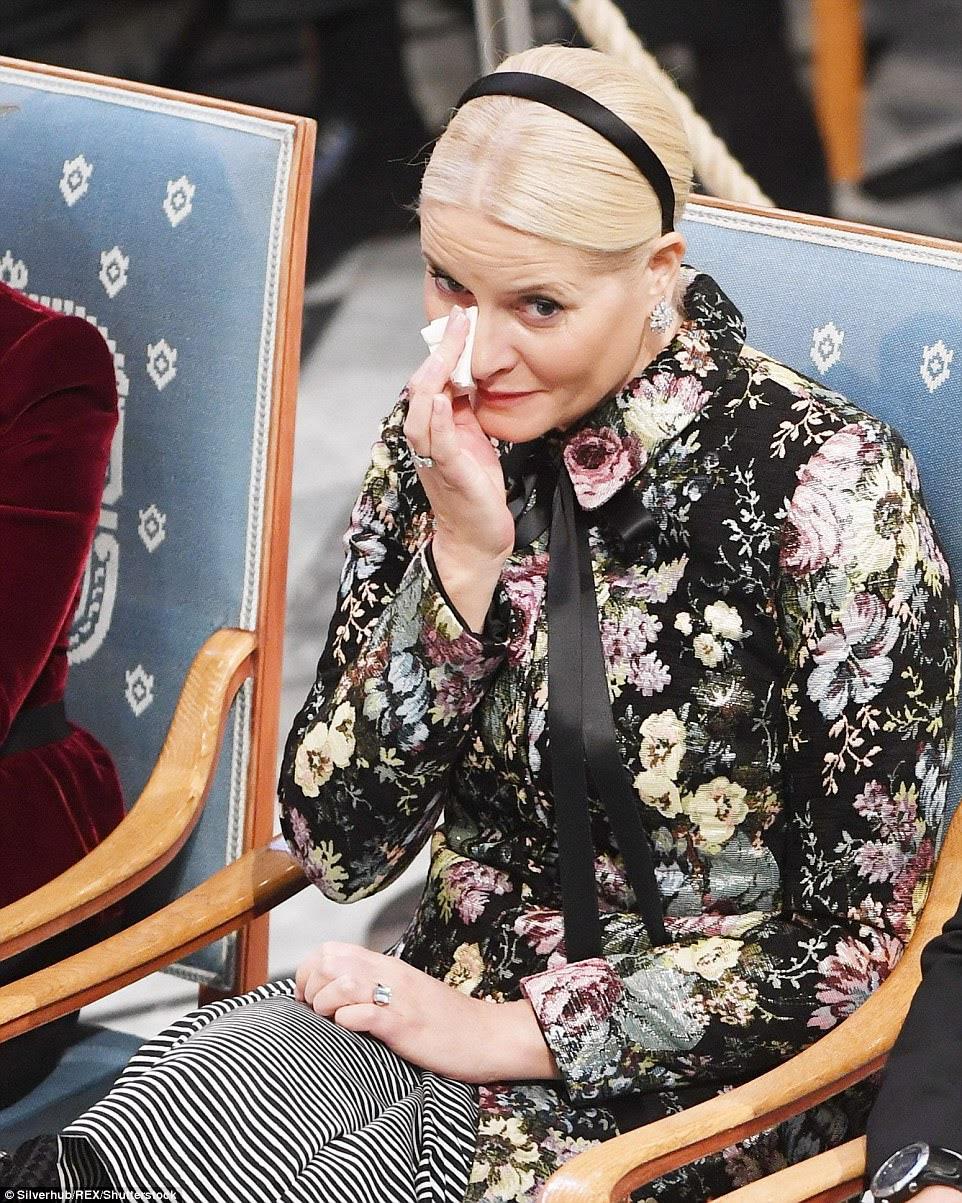 Em Oslo, a Princesa da Coroa da Noruega, Mette-Marit, podia ser vista limpando uma lágrima de seus olhos durante uma interpretação da Canção de Redenção de Bob Marley.  Os prêmios Nobel de medicina, física, química, literatura e economia são premiados na Suécia, enquanto o da paz é concedido na Noruega