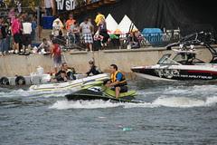 [Bărci cu motor, scafandri şi un schi-jet pe Dâmboviţa de Flugtagul Buhaiului Roş, 19 Septembrie 2010]