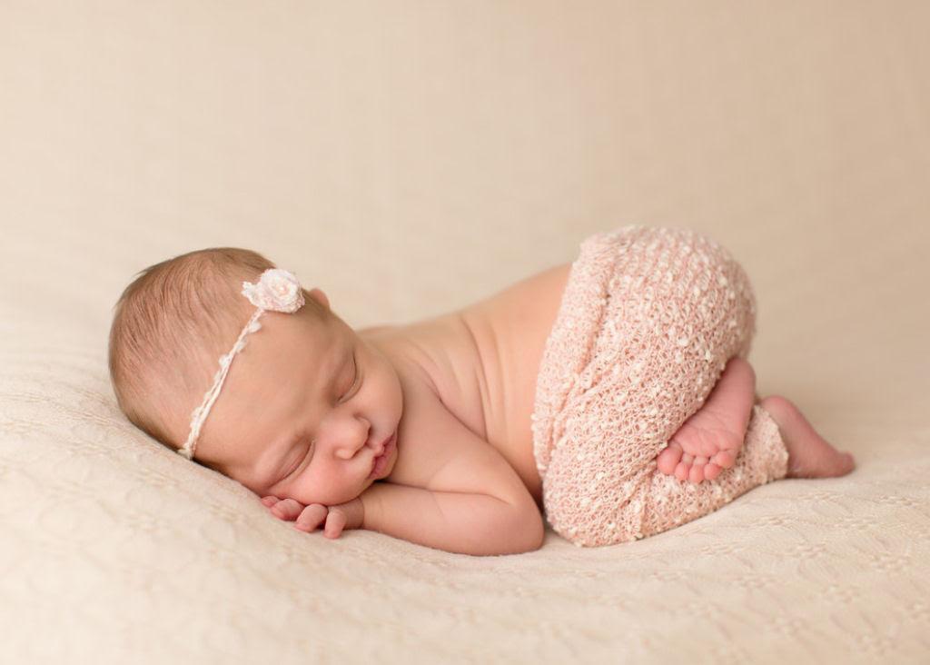 Fotógrafa britânica cria retratos insuportavelmente ternos de bebês dormindo 06