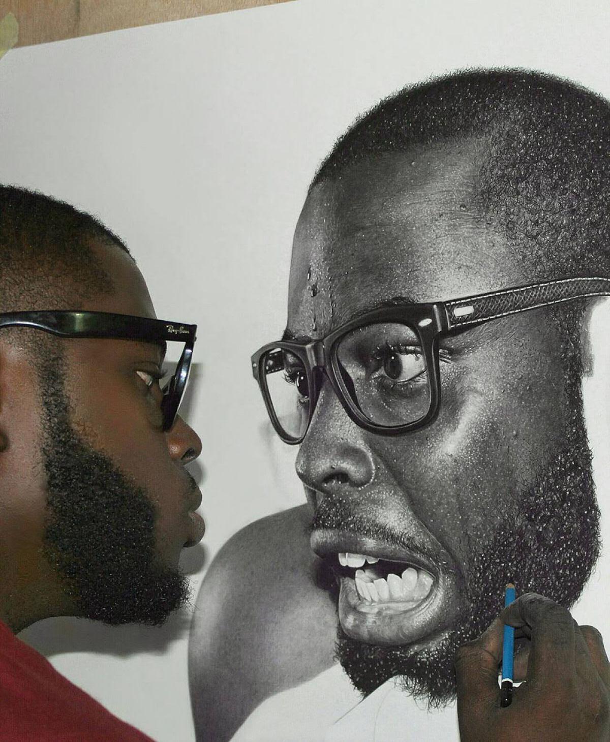 Retratos hiperrealistas de grande porte renderizados com grafite e carvão 01