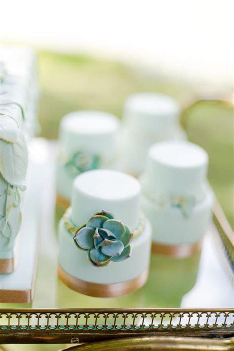 21 Cutest Mini Wedding Cakes Ever   MODwedding