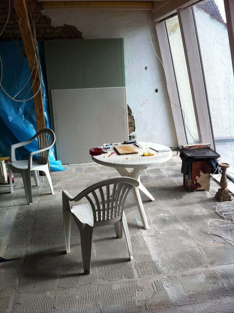 Vorbereitung für die Schleifarbeiten (Gips an die Wand)