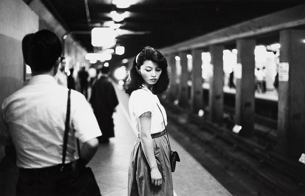 Chica en el metro, Tokio, 1984