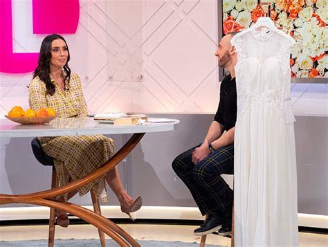 You can now buy a wedding dress for £5 ? and it's got