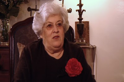 Maria do Rosário Gama, personalidade conhecida pela sua firme posição em defesa dos direitos dos docentes e da escola pública, quando era diretora da Escola Infanta Dona Maria de Coimbra.