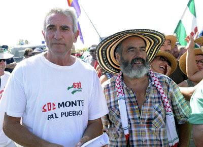 El portavoz del Sindicato Andaluz de Trabajadores, Diego Cañamero, acompañado del diputado de IU y alcalde de Marinaleda, Juan Manuel Sánchez Gordillo.- Raúl Caro (EFE)