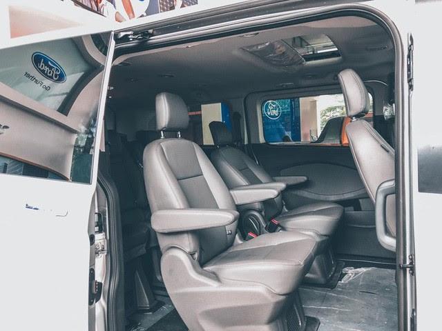 Ford Tourneo bản thương mại ồ ạt về đại lý, giá dự kiến rẻ hơn Kia Sedona - Ảnh 8.